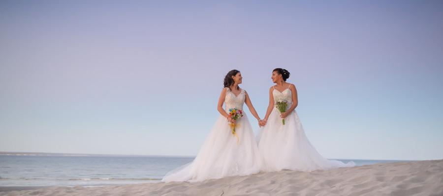 Foto del casamiento igualitario de Mariana y Paola por Aníbal Álvarez fotógrafo, Puerto Madryn